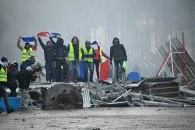 Près de 106.301 manifestants, Macron exprime sa honte — France/Gilets jaunes